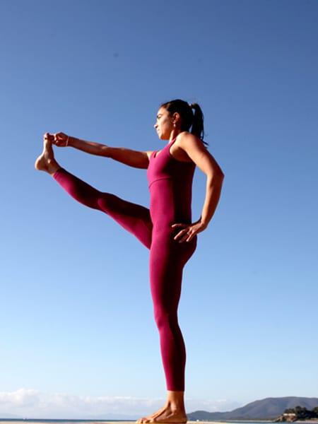 Lo Yoga è una delle attività che viene svolta presso il Bagno il Faro, lo stabilimento balneare a Castiglione della Pescaia vacanze al mare.